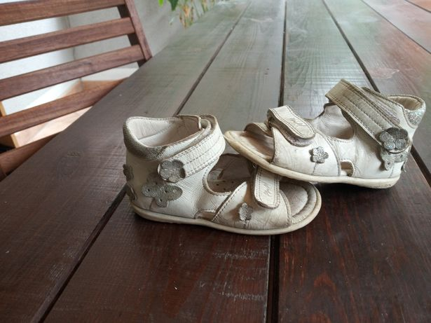Dwie pary sandałek: EMEL rozm. 21 + różowe skórzane