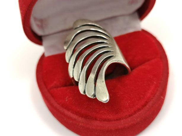Śliczny srebrny pierścionek 925