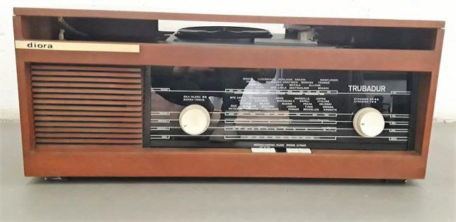 """Radio z gramofonem """"Trubadur"""" Diora, lata 70"""