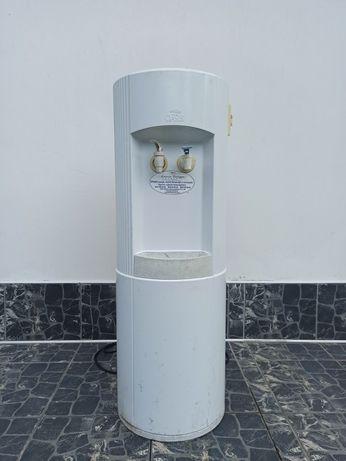Продаю кулер для води