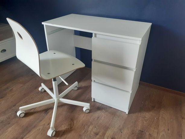 Drewniane krzesło obrotowe  Ikea Sporren plus biurko z 3 szufladami.