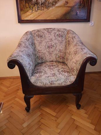Biedermeier piekny tapicerowany fotel w drewnie orzechowym
