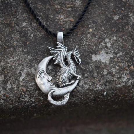 Naszyjnik wisior księżyc  bazyliszek goth metal unisex
