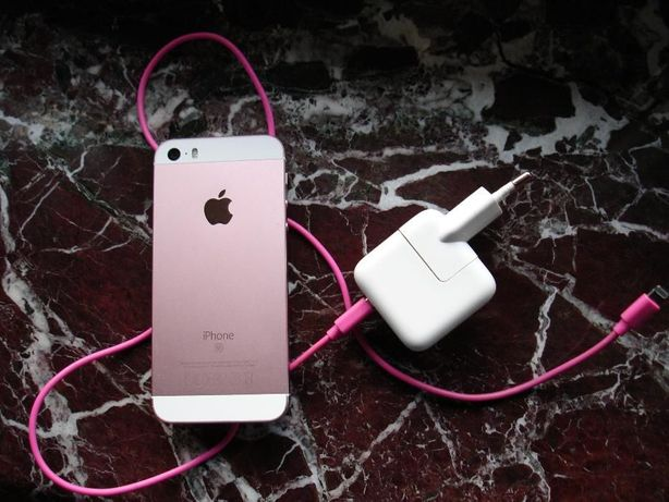 iphone SE 64GB pink różowy plus kabel lightning iluv