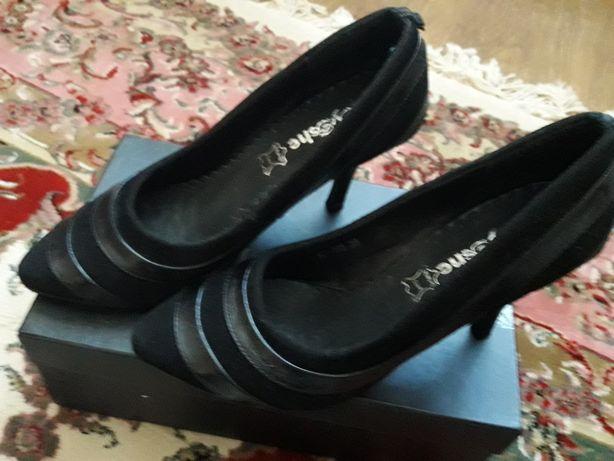Продам туфли женские замшевые с кожаными вставками