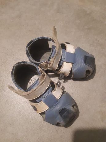 Sandałki chłopięce r. 19