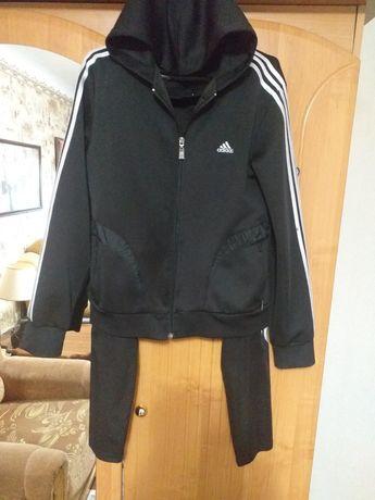 Адидас ! Спортивный костюм 42/44 размер для девочки/девушки