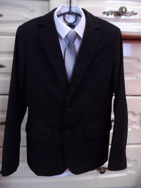Фирменный школьный костюм на мальчика.134-140