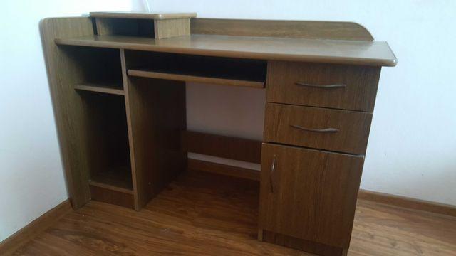 Brązowe biurko w bardzo dobrym stanie