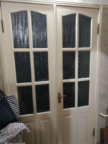Продам двери деревянные двустворчатые с коробкой 1.2м на 2.2м