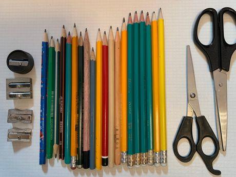 Блокноты, ручки, карандаши