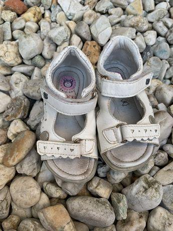 Sandałki dla dziewczynki skórzane rozmiar 23 Lasocki