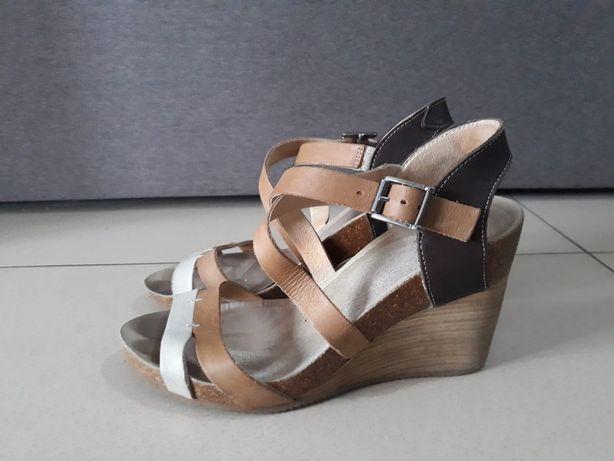 Sandały skórzane na koturnie r. 36