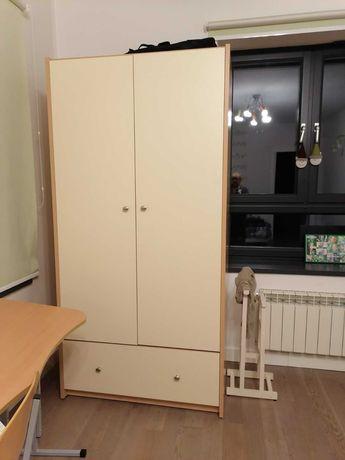 Мебель в детскую. Шкаф, парта, кровать