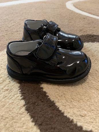 Лаковые туфли 22 размер