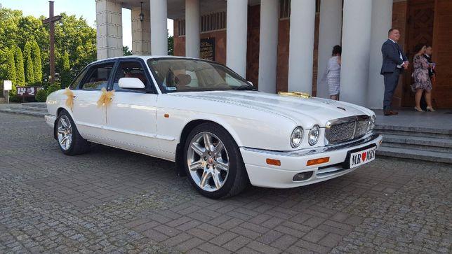 Jaguar XJR - śnieznobiały kot, niepowtarzalny styl i pazur