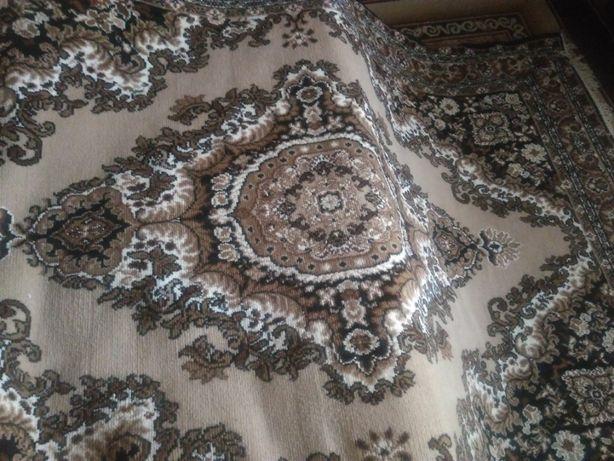 Продам два коврі