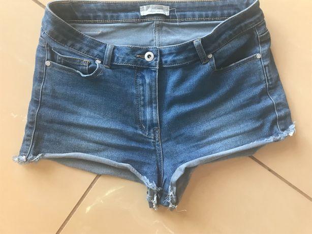 Spodenki krótkie jeans firma Carry rozmiar S/M