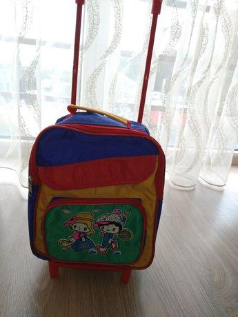 Дитячий рюкзак на колесах