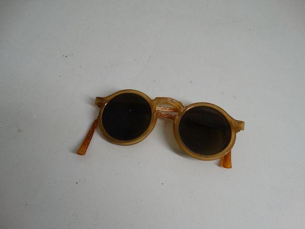 Oculos antigos em plástico