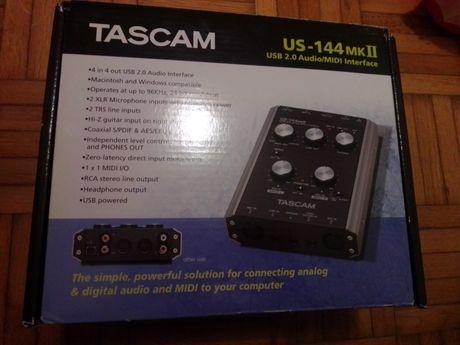 Mesa de mistura TASCAM USB