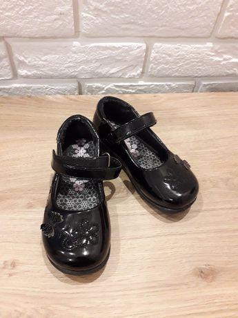 Buty dziewczęce czarne lakierki