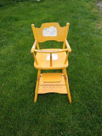 Drewniane krzesełko do karmienia do renowacji