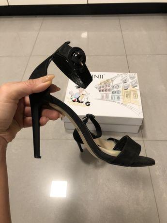 Sandały na szpilce carini
