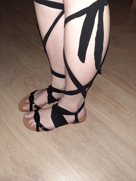 Czarne wiązane piękne sandałki