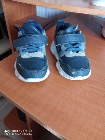Светящиеся кроссовки 25 р для мальчика