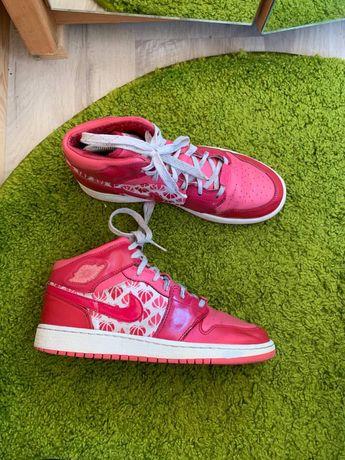 Женские кросовки Nike Air Jordan 1