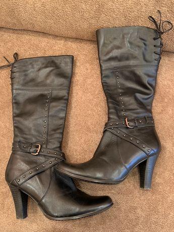 Жіночі шкіряні чоботи