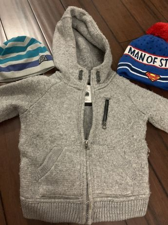 Sprzedam gruby sweter Zara 104 / 4 lata- czapki gratis