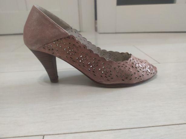Замшеві рожеві туфлі No name