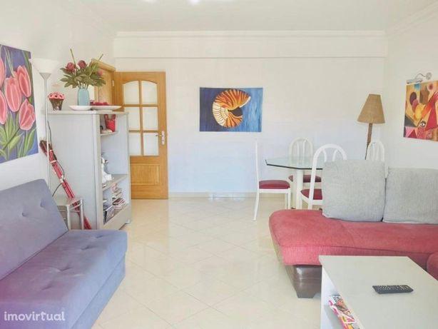 Apartamento T2+1 suite localizado na Urbanização Quinta d...