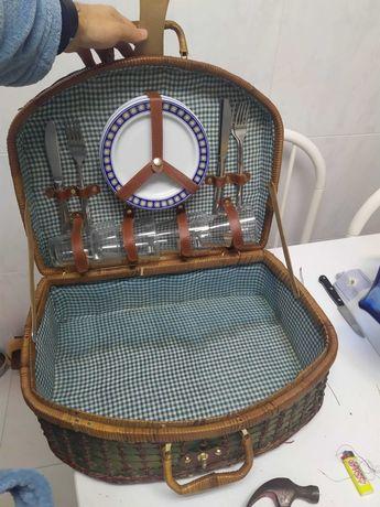 Mala ou cesta de verga vintage para pick nick.