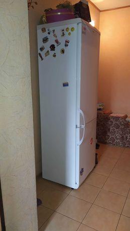 СРОЧНО!!!Продам двухкамерный холодильник SNAIGE RF-310.1803A