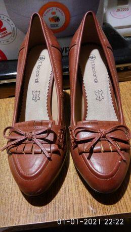 Продам коричневые туфли