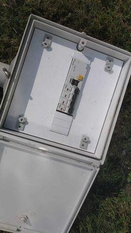 Skrzynka elektryczna prowizorka budowlana