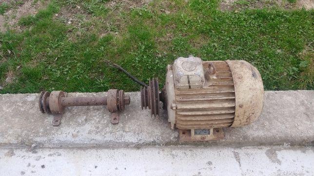 Silnik trójfazowy 2,2 KW + ośka do montażu cyrkularki