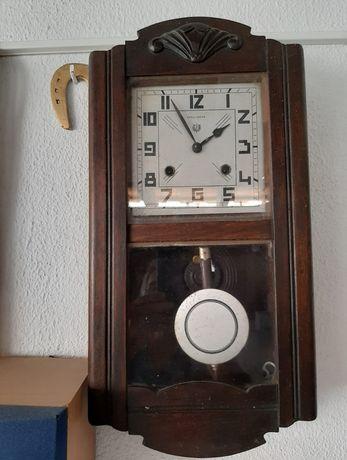 Relógio antigo vintage da reguladora