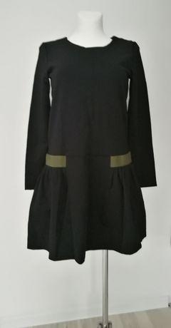 Czarna sukienka Reserved długi rękaw