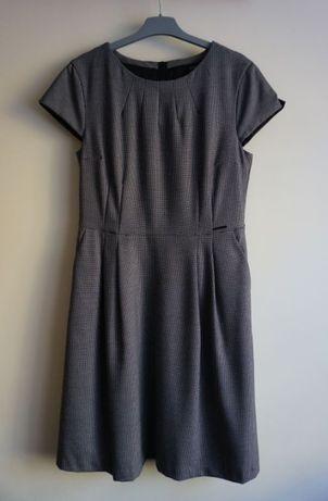 Rozkloszowana sukienka w pepitkę