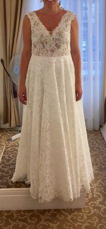 Suknia ślubna w rozmiarze 42/44
