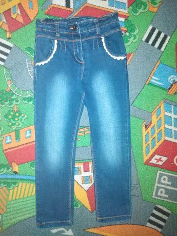 Spodnie jeans na dziewczynkę