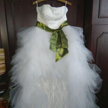 Эксклюзивное свадебное платье со шлейфом новое