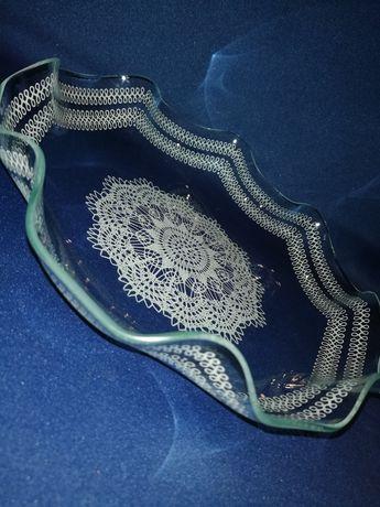 Szklany talerz malowany wzór koronki