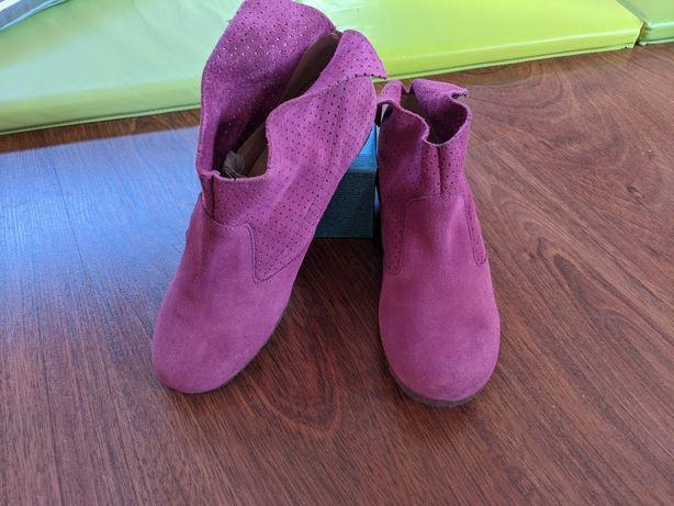 Botas em camurça rosa tamanho 35