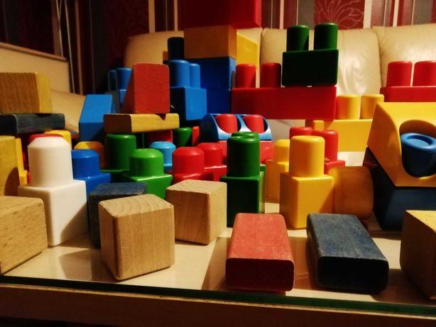 Duże klocki plastikowe i drewniane