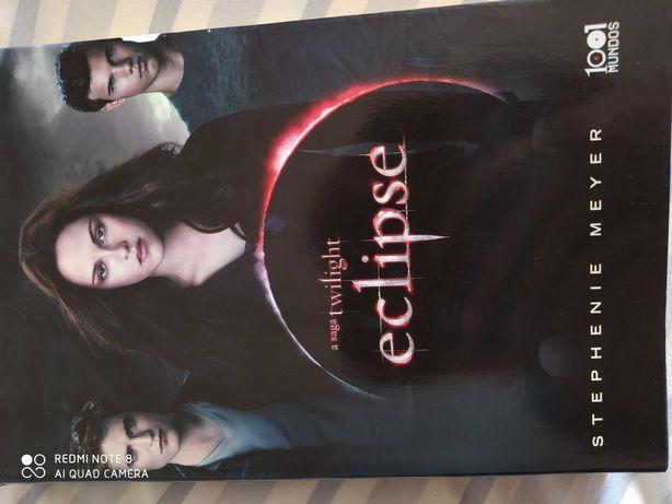 Vendo livro da saga Twilight - Eclipse